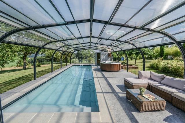 Piscine de nage couverte par abri piscine