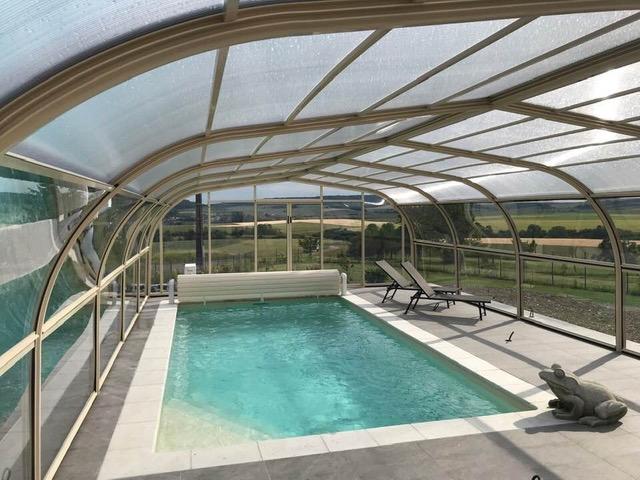 abri piscine bretagne -escalier d'angle